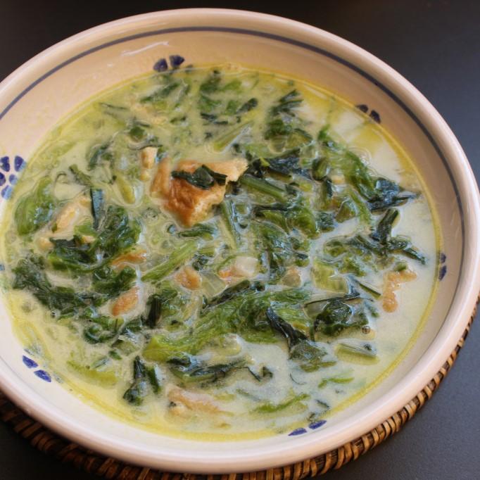 Zuppa di foglie verdi